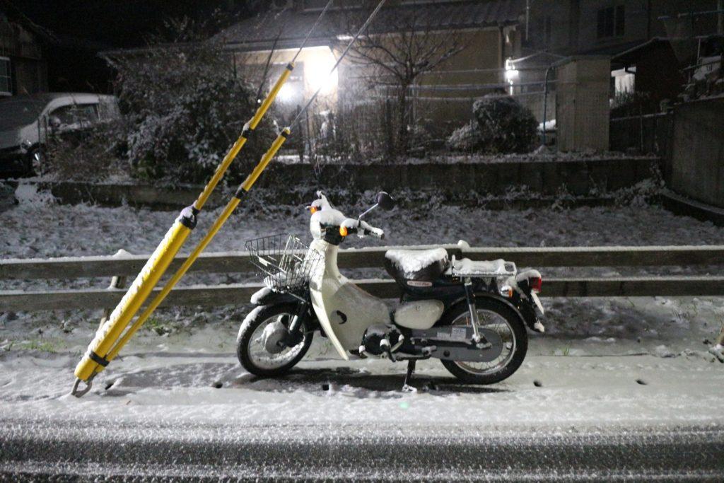 バイクと雪